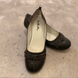 MIA Brown Leather Pump